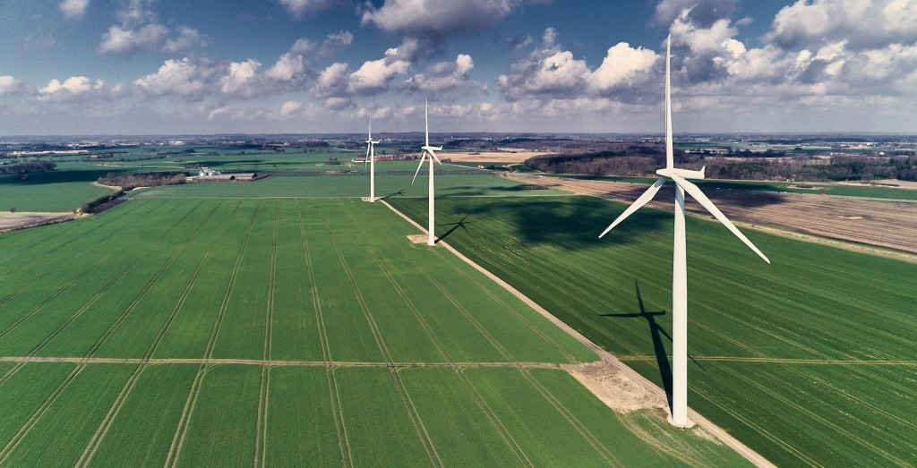 dronographica aerial imaging vindmøller skyer marker drone droner luftbilleder